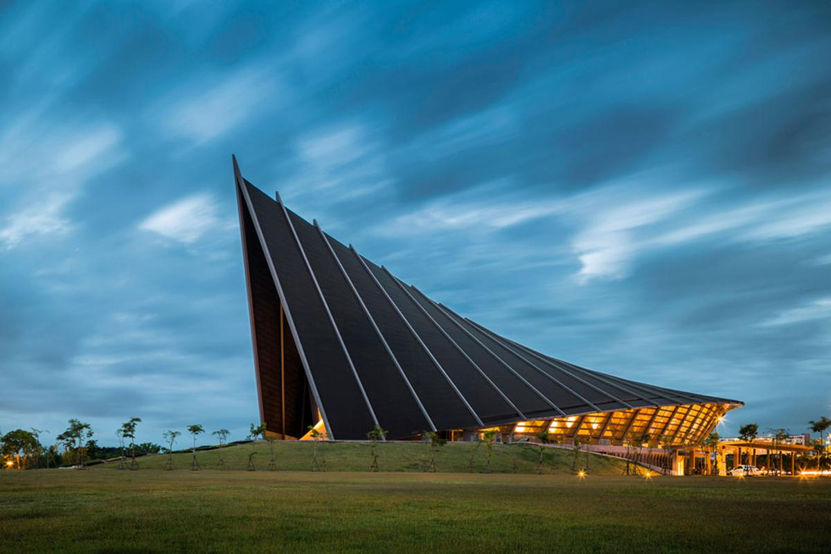 """Prince Mahidol Hall,the largest concert hall in Thailand. ByArchitects 49 Limited and winner under the """"Sports and Recreation"""" category ofthe2018International Architecture Awards"""