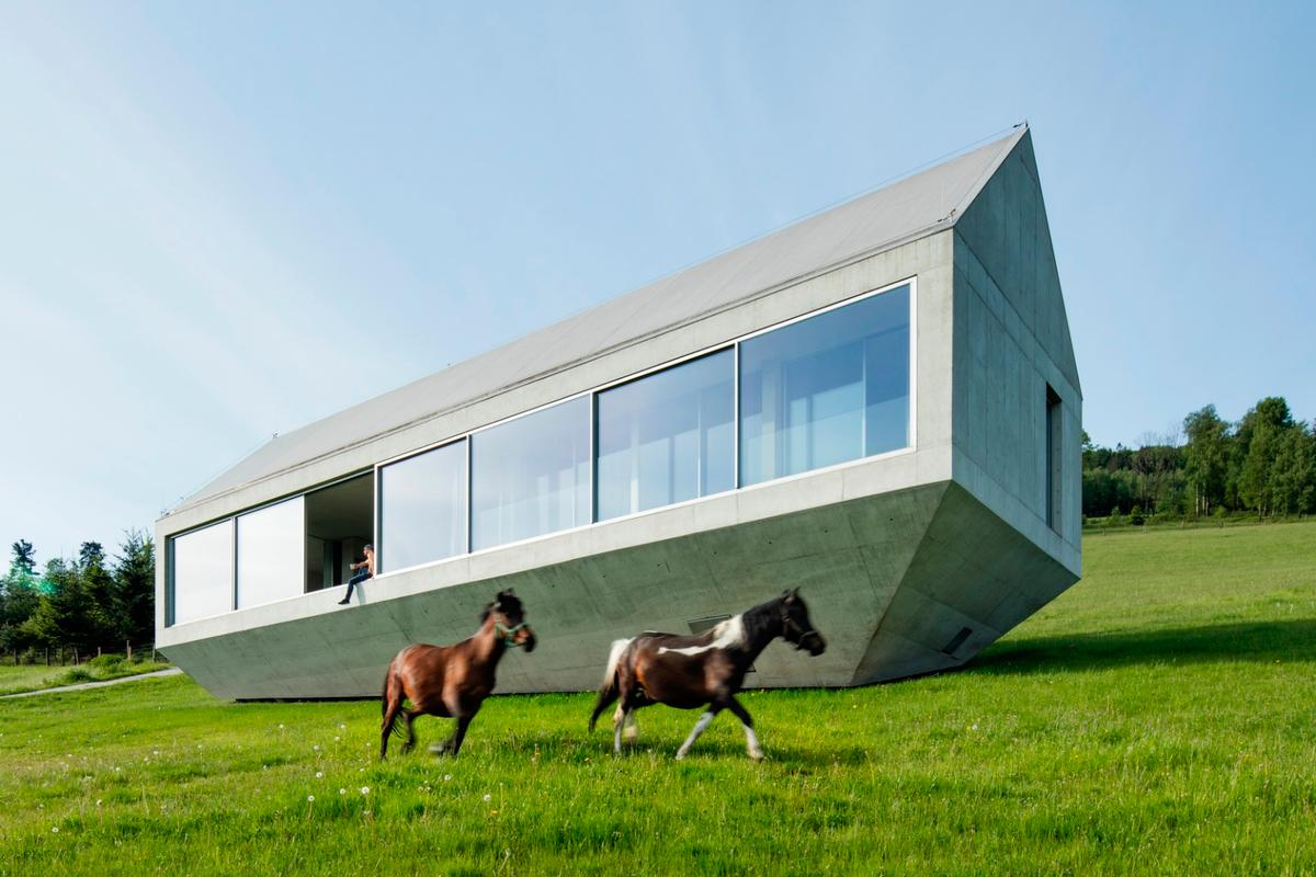 This stunninghouse, by KWKPromes,is one of theprojects highlightedin our look atconcrete architecture
