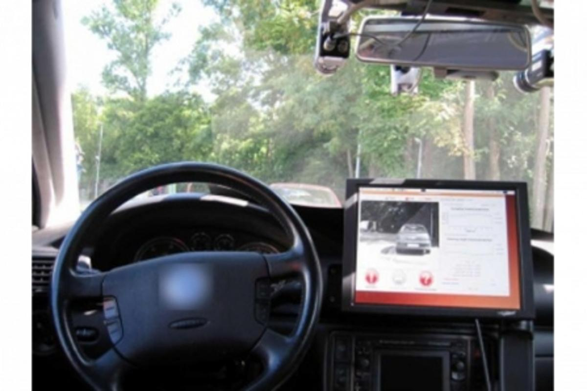The DRIVSCO system learns from driver's good behavior and recognizes changes in driving patterns