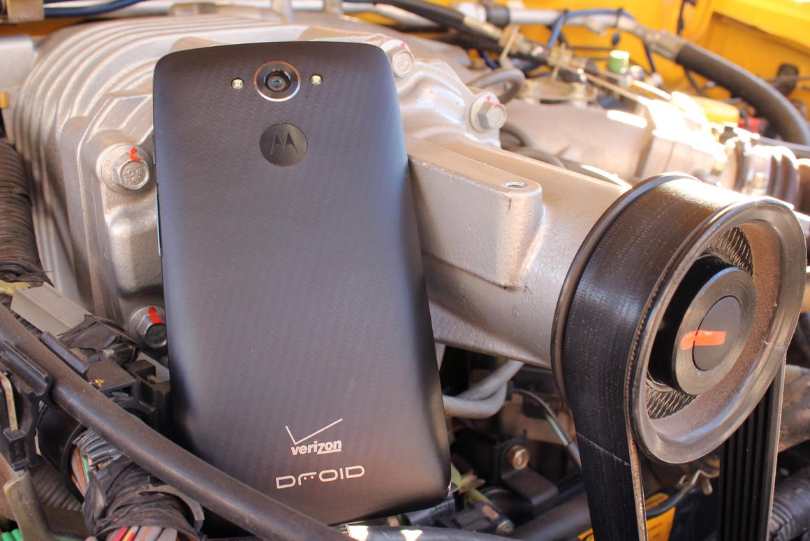 Gizmag reviews Motorola's powerful Droid Turbo (Photo: Eric Mack/Gizmag.com)