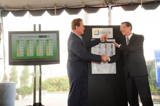"""California Gov. Arnold Schwarzenegger and Ted Craver, Edison International chairman and CEO, """"close the switch"""" on the first solar rooftop installation"""