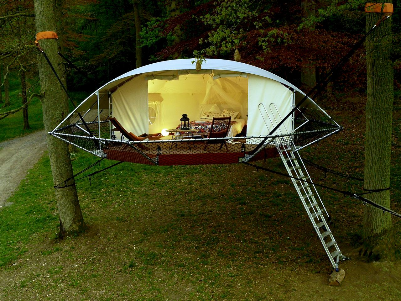 Dutch arboriculturist Bruno de Grunne and architect Nicolas d'Ursel from Trees and People have invented a new suspension style cabin called Dom'Up