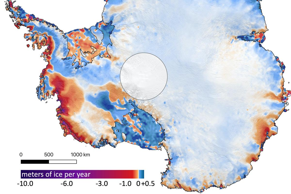 An image showing the amount of ice gained or lost in Antarctica between 2003 and 2019