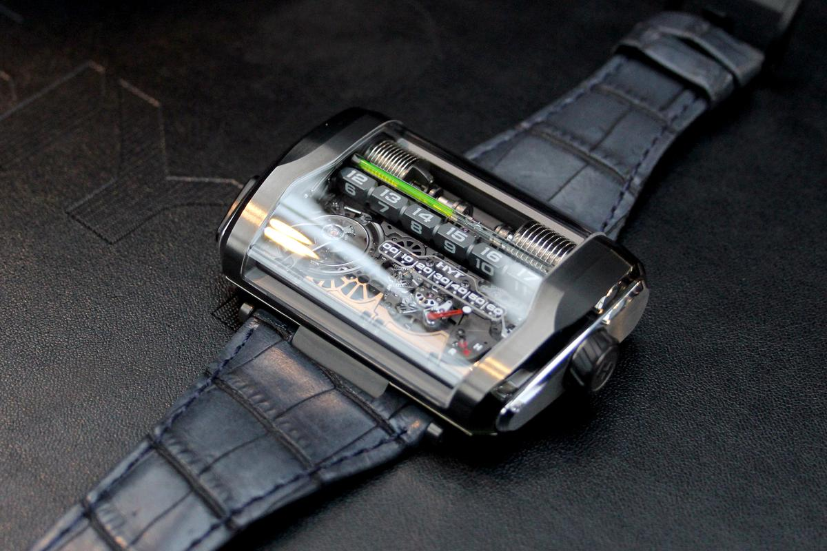 HYT's latest hydro-mechanical watch presents time in straight lines (Photo: Chris Wood/Gizmag)