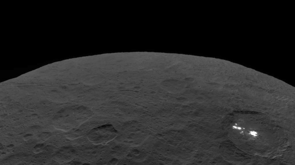 Photo of Ceres and the bright regions of Occator Crater