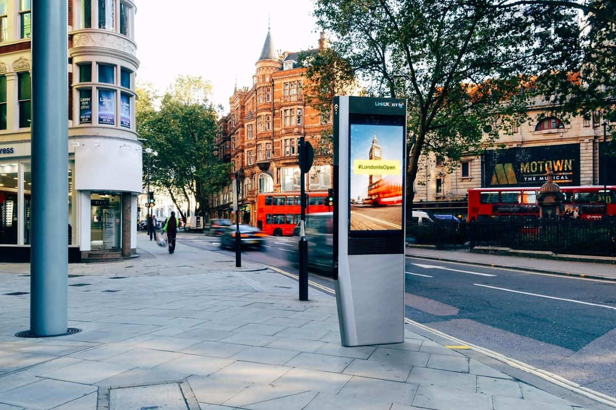 The LinkUK boothswill provide Wi-Fi speeds of up to 1 Gbps,UK landline and mobile phone calls,mobile device charging and access to maps, directions and local services