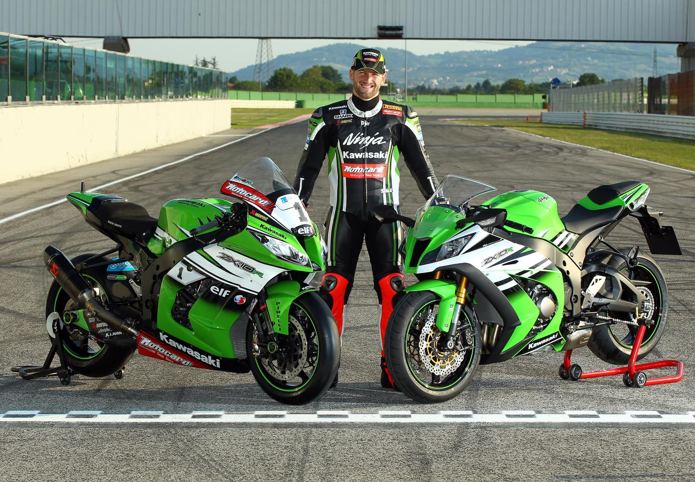 Tom Sykes, 2013 WSBK Champion, poses between his racing Ninja (left) and the production model (right) that's currently on offer from Kawasaki