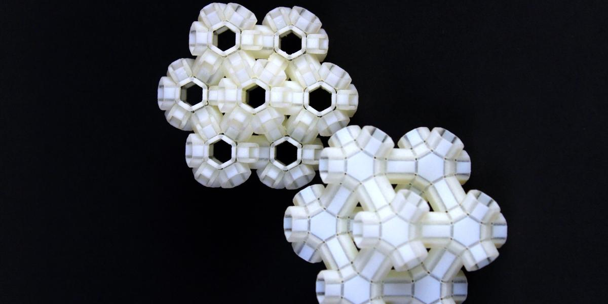 An example of a 3D reconfigurable metamaterial