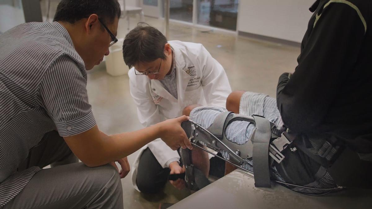 UTHealth's Shuo-Hsiu (James) Chang, at center, and The City University of New York, City College's Dr. Hao Su test the device