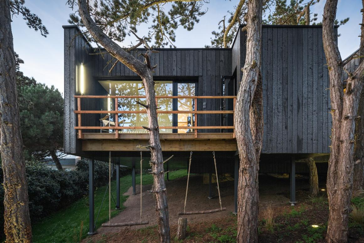 Treehouse features solar power and arainwater collection system