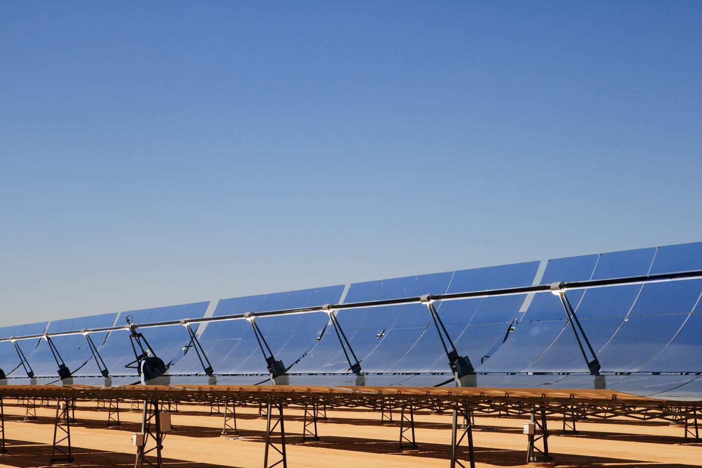 A large, distributed network of concentrated solar power plants in desert regions could run at 80 percent full capacity year round (Photo: Shutterstock)