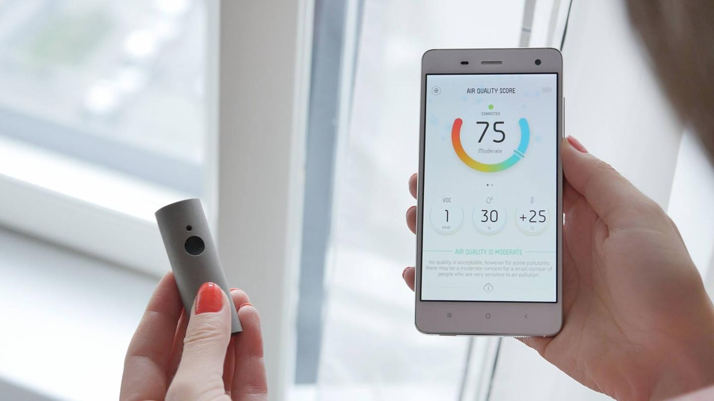 The app indicates air quality on a scale of 0-100