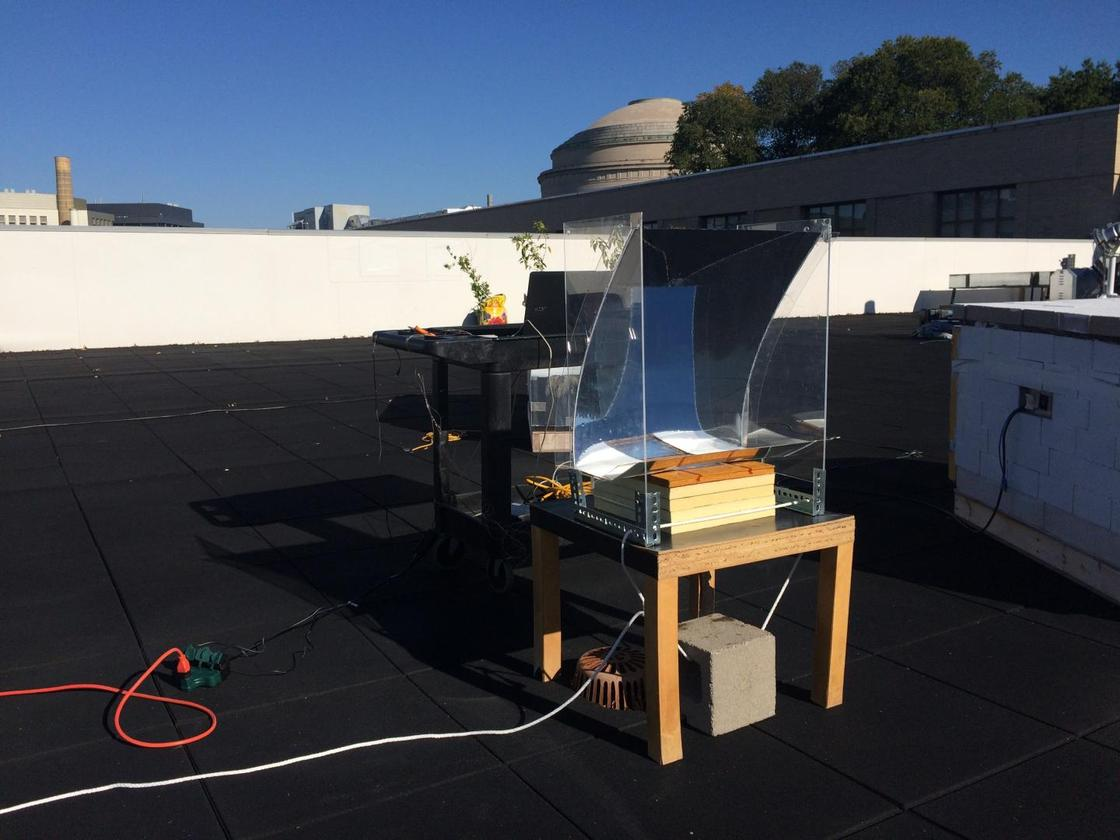 The system has been tested on a rooftop, where it produced 146 ºC (295 ºF) steam from a basin of water