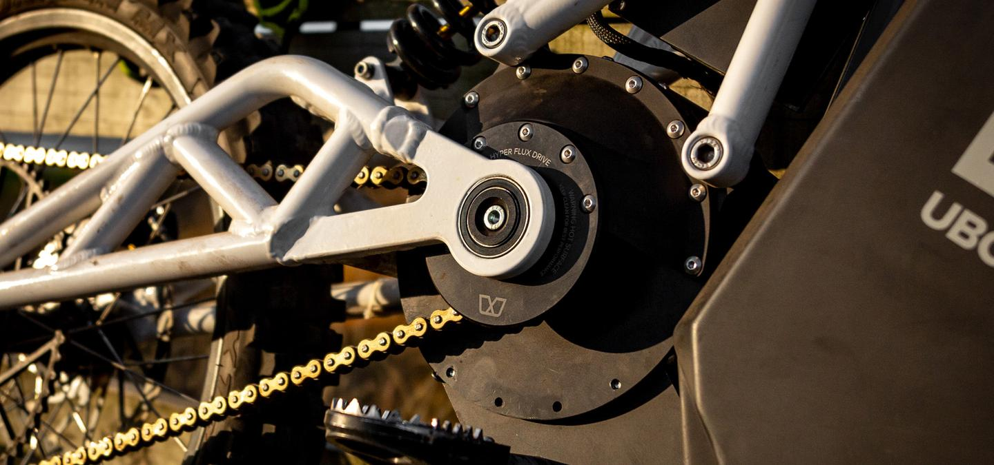 The suspension swingarm pivots directly around the motor's output shaft, to keep chain tension constant