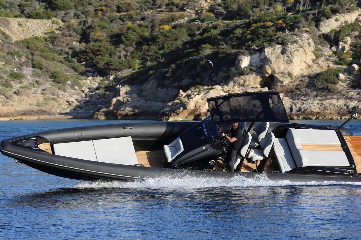 With a top speed of 90 knots, theTechnohull Sea DNA999 can cover the open ocean quickly