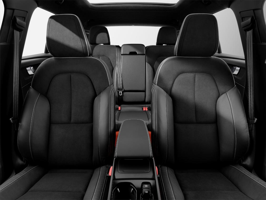 Inside, the 2019 Volvo XC40 has a practical, modern, and thus luxurious combination of design elements