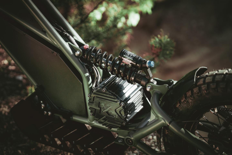 Le garde champêtre comprend une évaluation à mi-moteur monté et beaucoup de débattement arrière