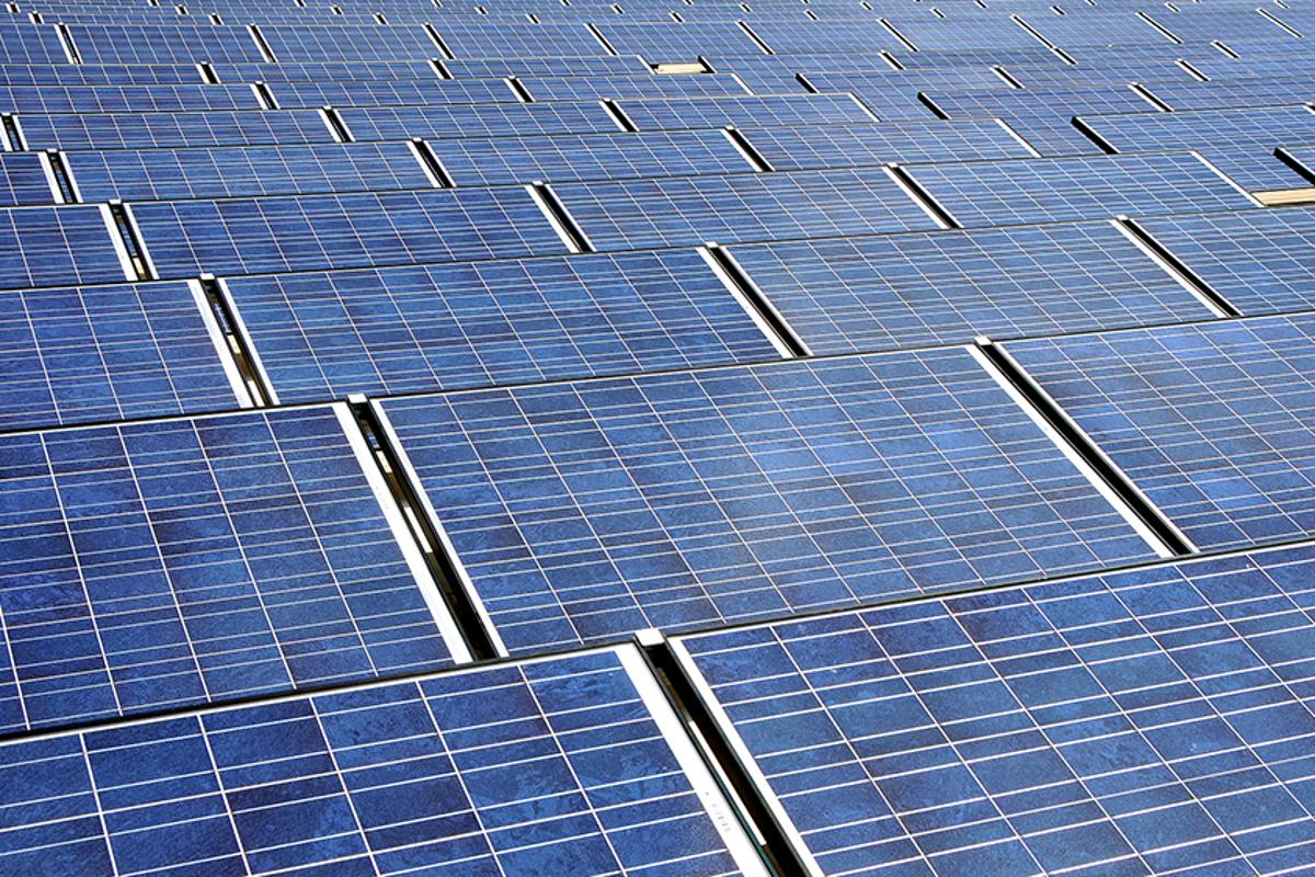 Thin films of gallium arsenide appear to reduce energy loss in stacked solar cells