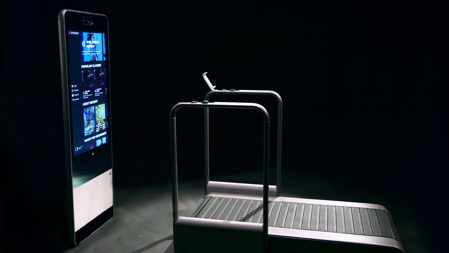 The Amazefit Studio is a connected treadmill with its own multimedia system