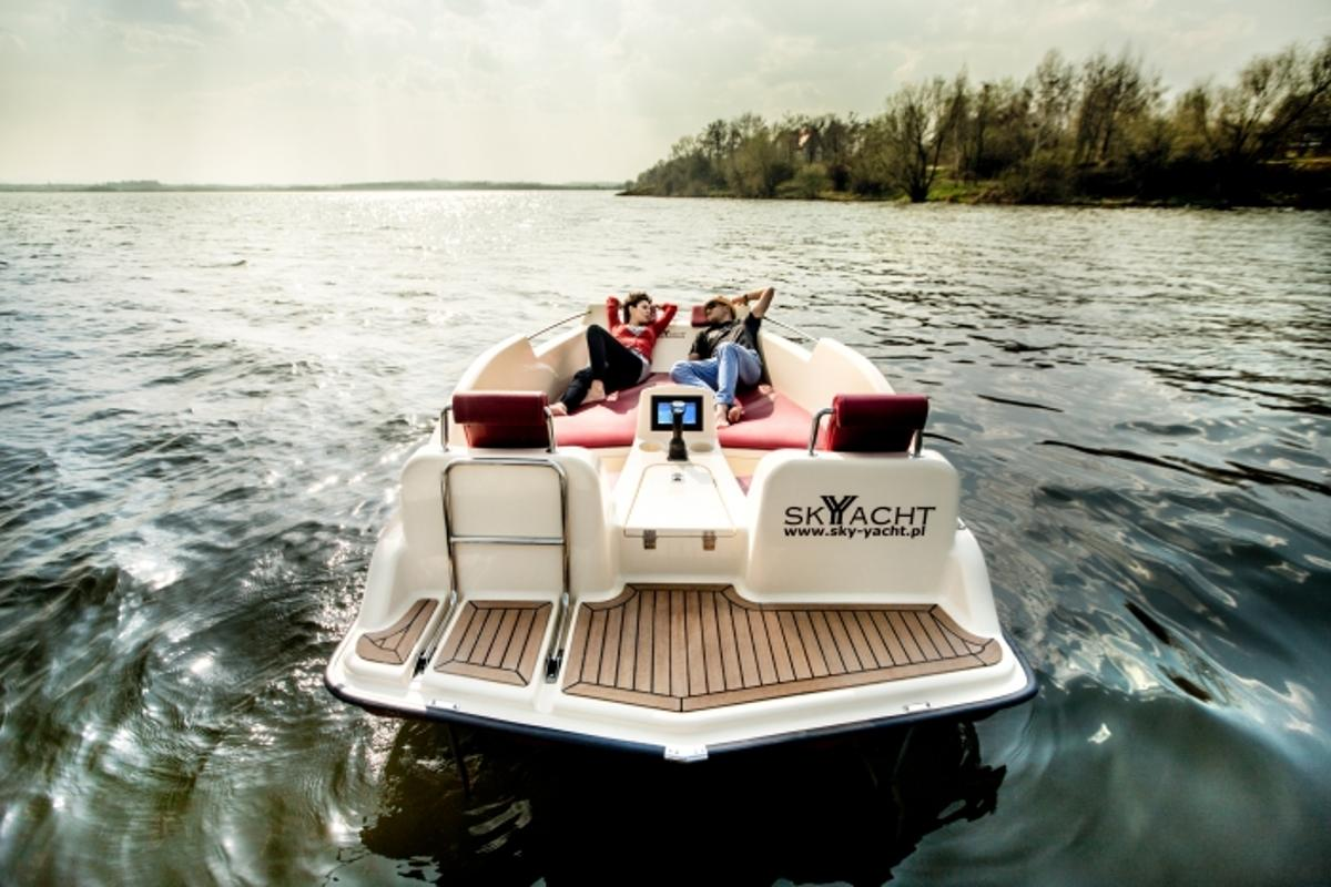 The Joyboat can reportedly cruise for up to eight hours on one charge of its battery pack
