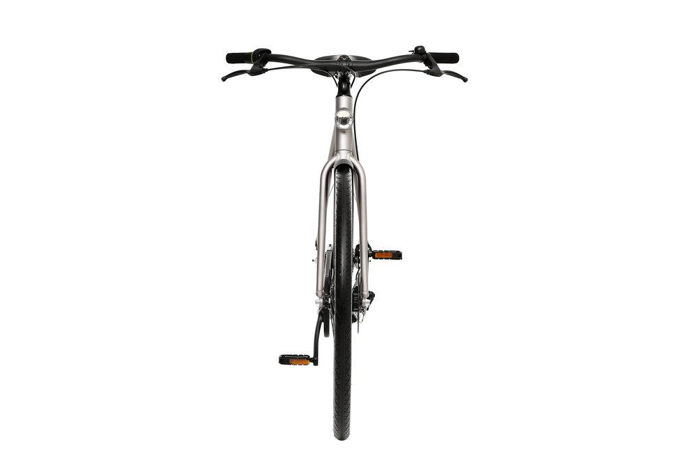 The VanMoof SmartBike features head- and tail-lights that come on automatically as it gets dark outside