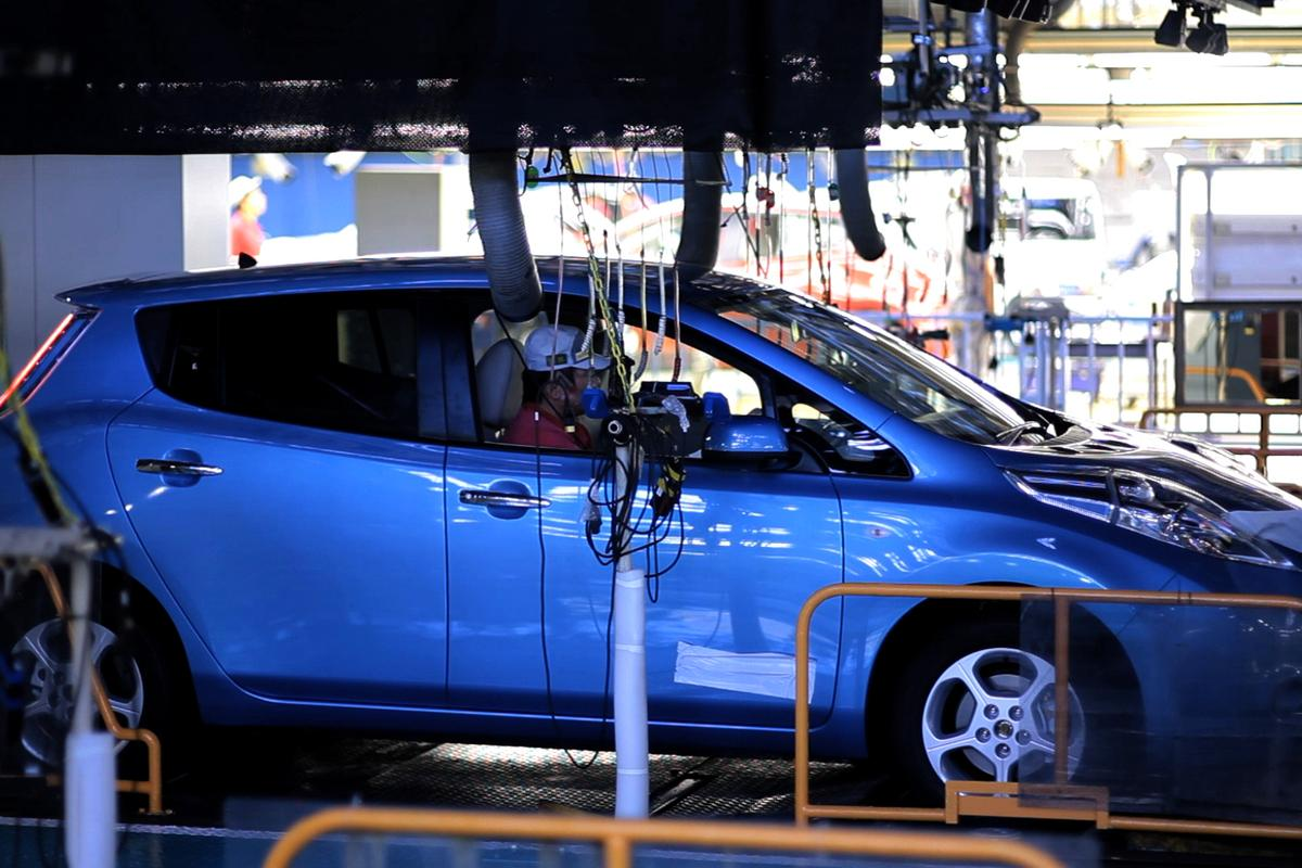 One of the first Nissan LEAFs is inspected (Photo: Nissan)