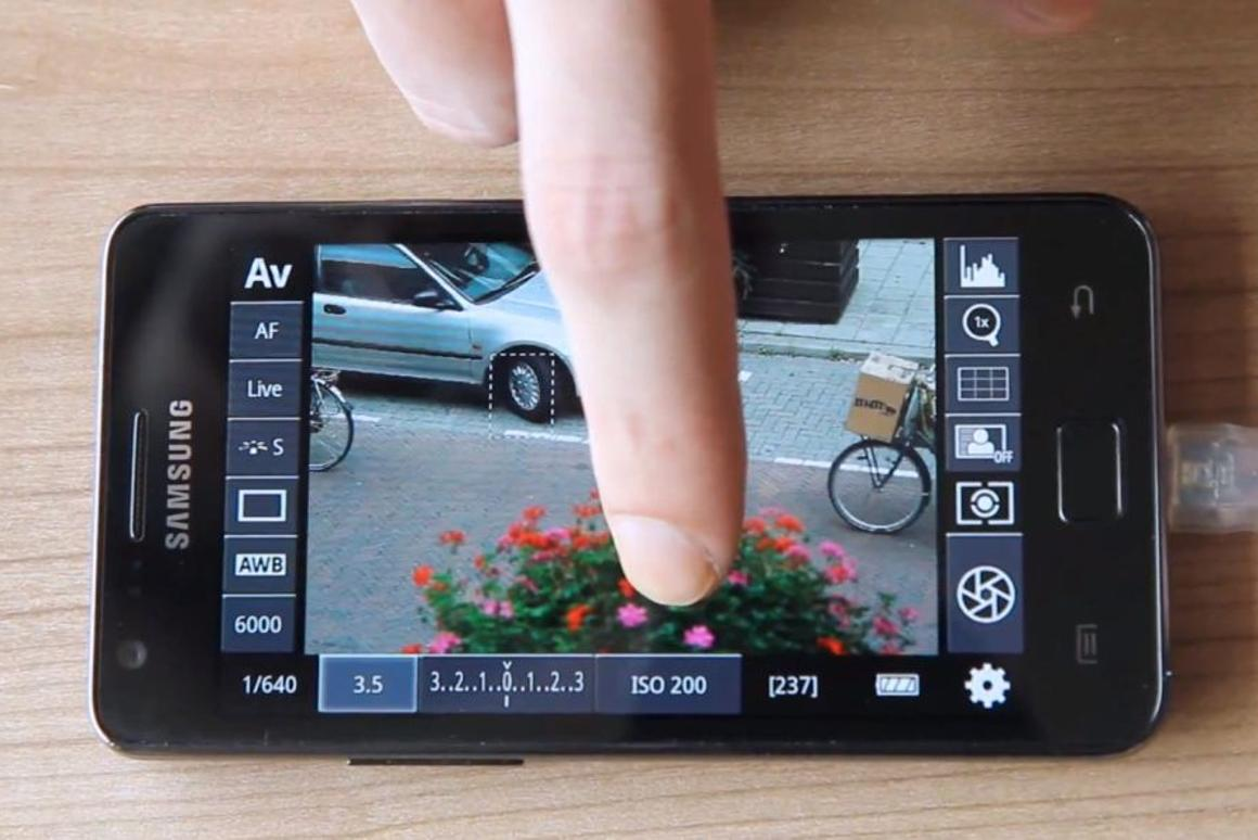 Android app lets you remotely control a DSLR camera