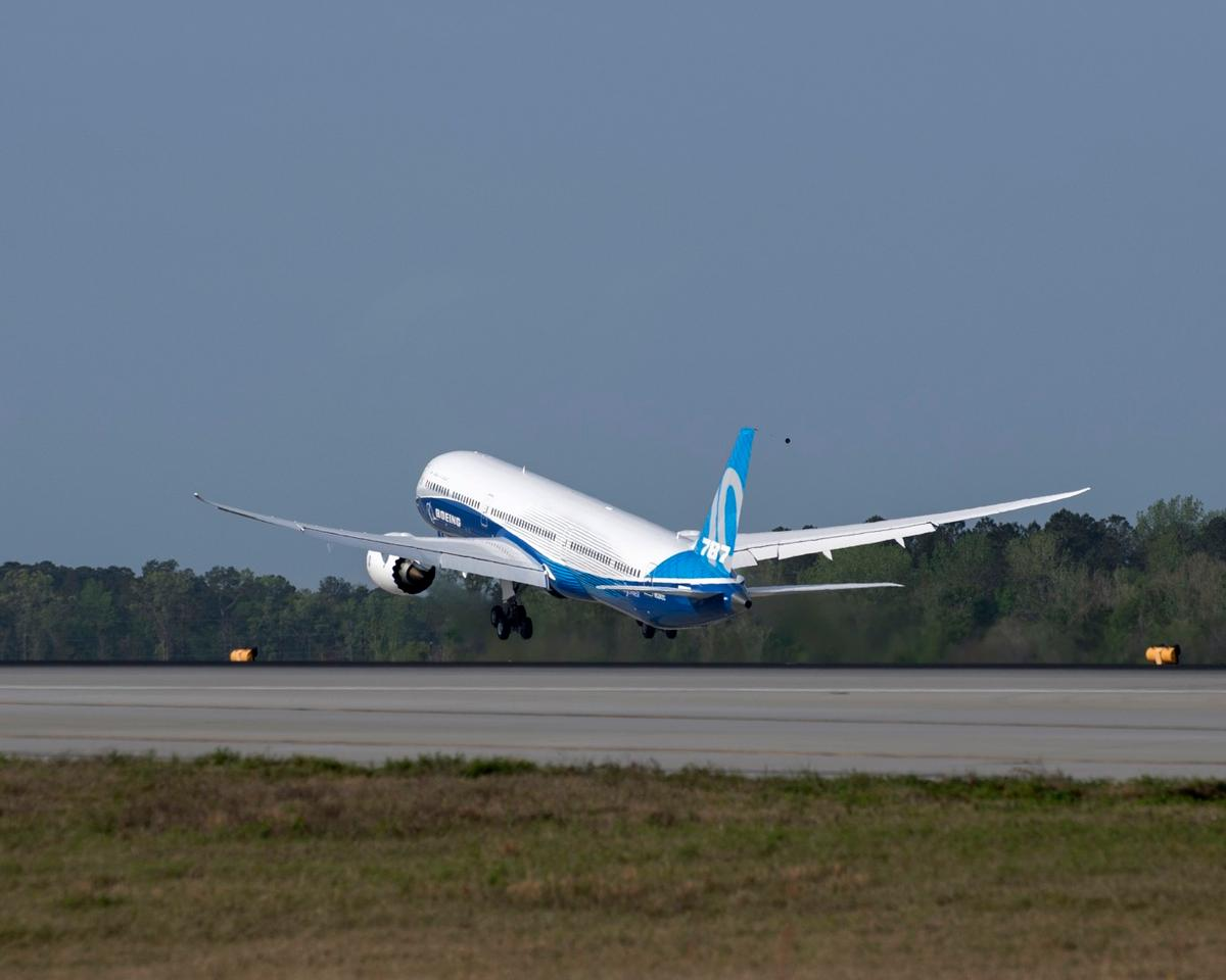 Boeing's 787-10 Dreamliner has taken to the skies for its maiden flight