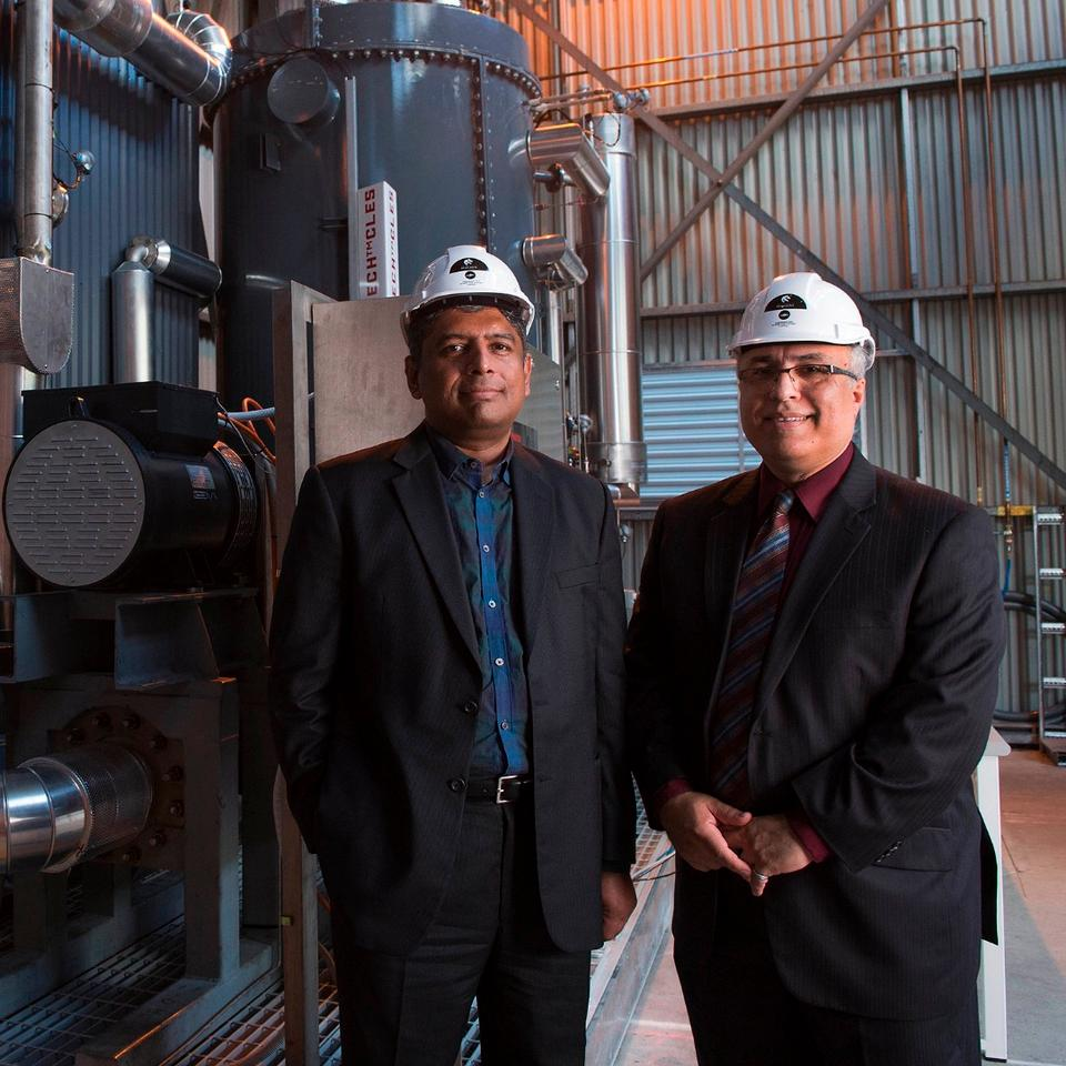 Dr Rajesh Nellore (left), CEO of Infratech Industries, andBehdad Moghtaderi (right), Professorat theUniversity of Newcastle