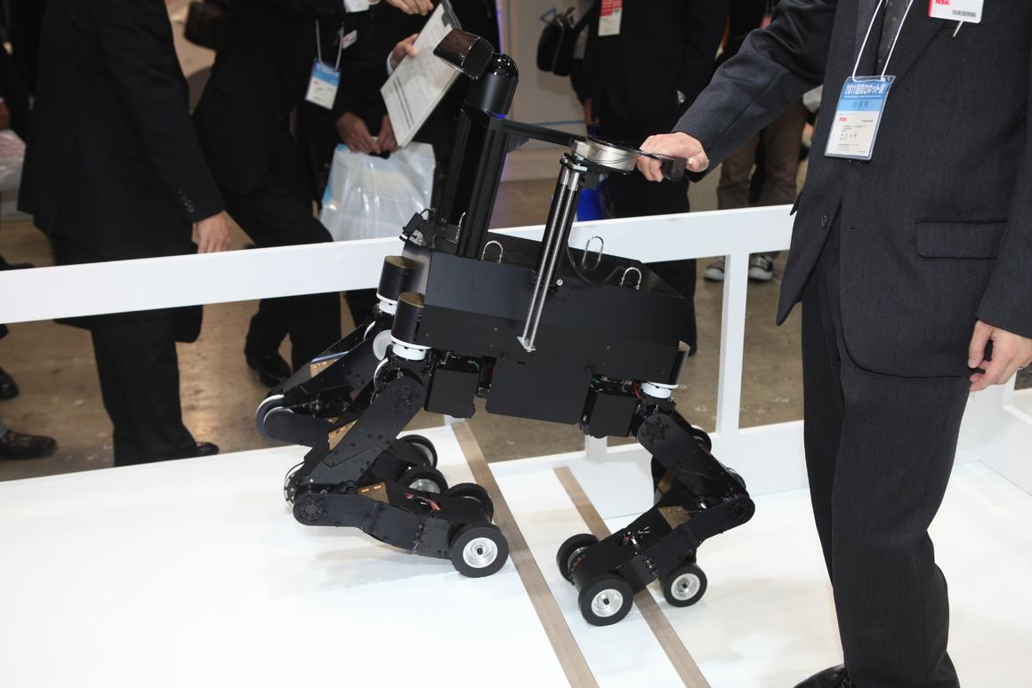 The NSK robot guide dog climbs stairs (Photo: gizmag.com)