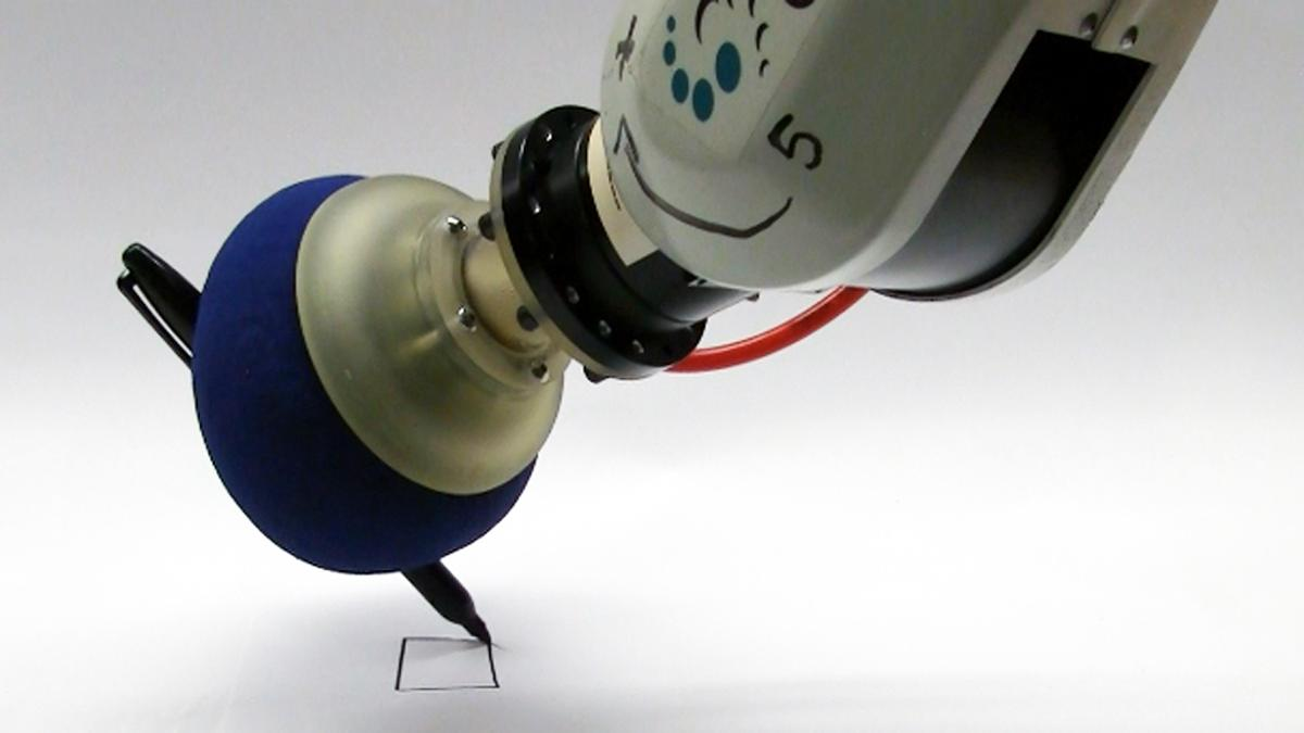 The universal gripper writing with a pen (Image: John Amend, Cornell University)