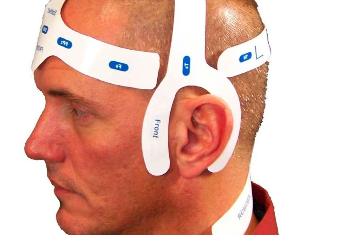 StatNet is a single-use EEG which contains electrodes precision aligned in a flexible headpiece