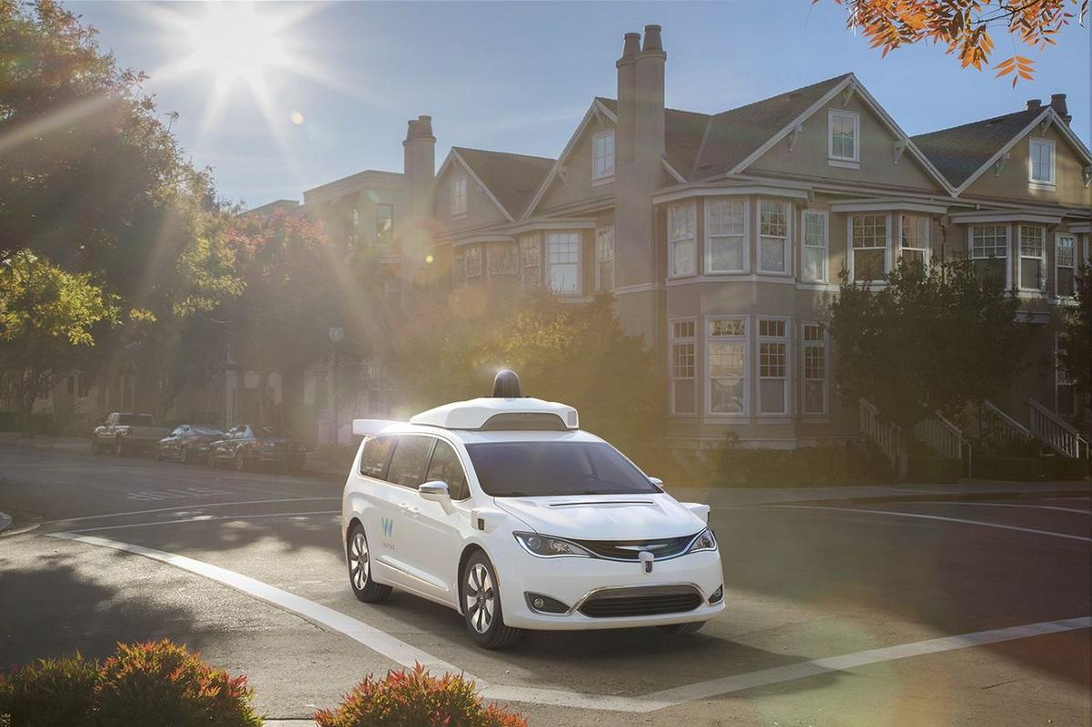 Chrsyler'smodifiedPacifica Hybrid minivans will be added to Waymo's self-driving test fleet early next year