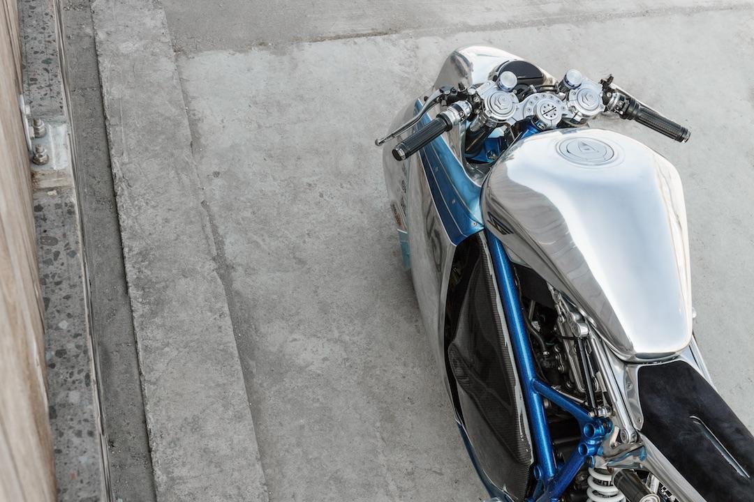Smoked Garage Project XG-848X: polished alloy tank
