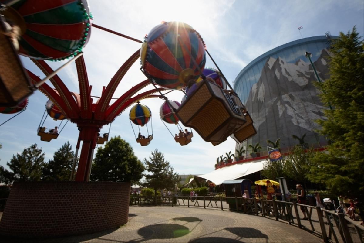 The amusement park features over 40 rides and attractions (image from Wunderland Kalkar)