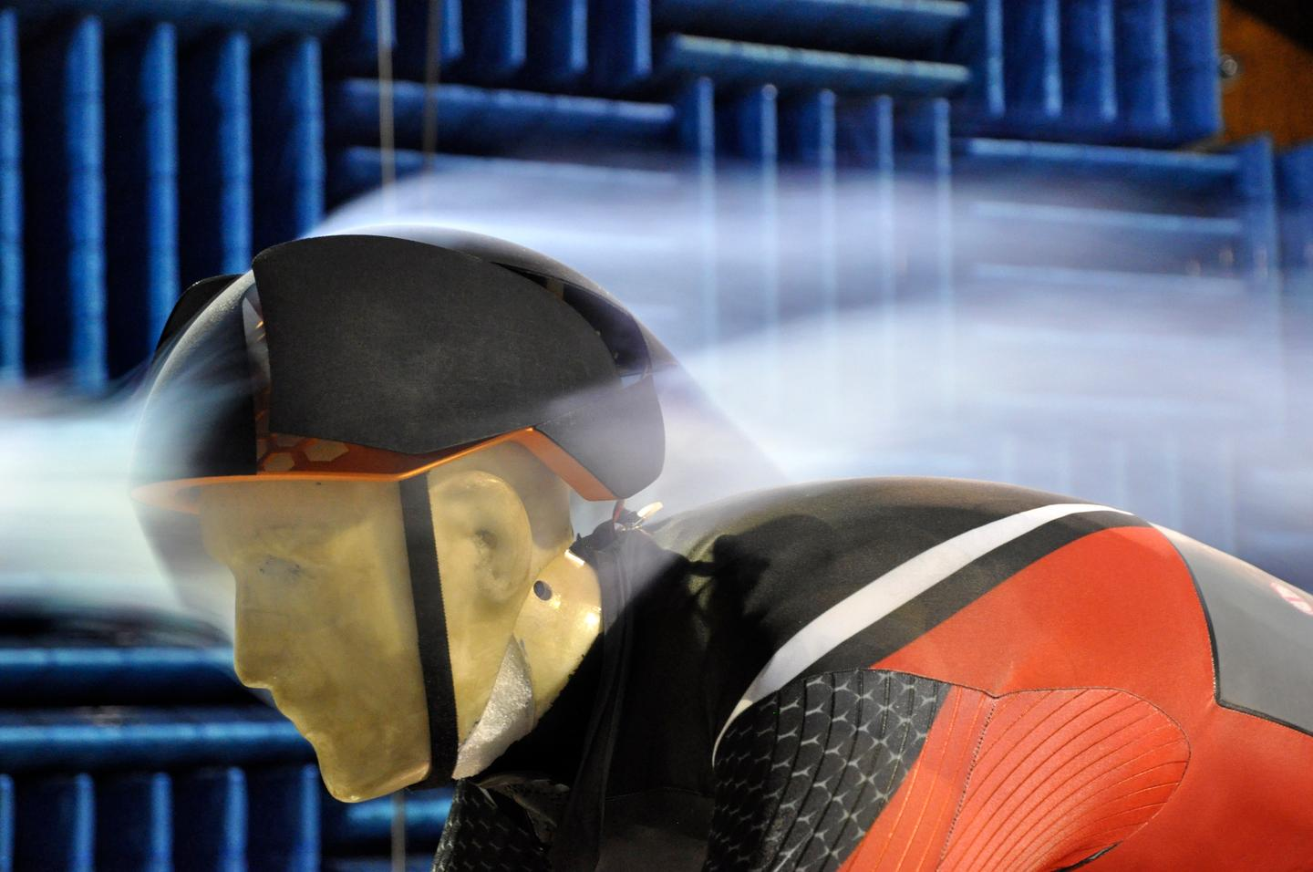 Called Dynaero, a new smart bike helmet opens and closes its vents for a balance of ventilation and aerodynamics