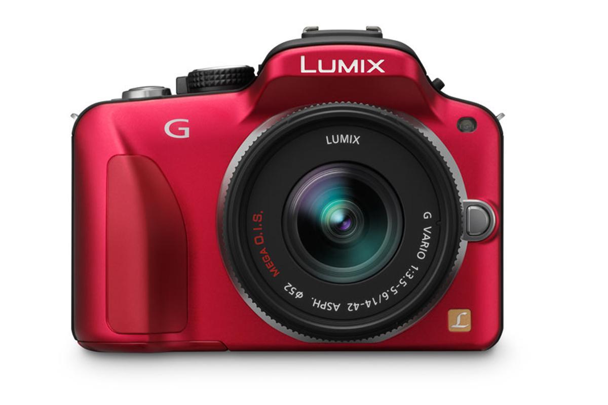 The Panasonic LUMIX DMC-G3: 16 megapixel sensor, full HD video, and a rotating LCD touch screen