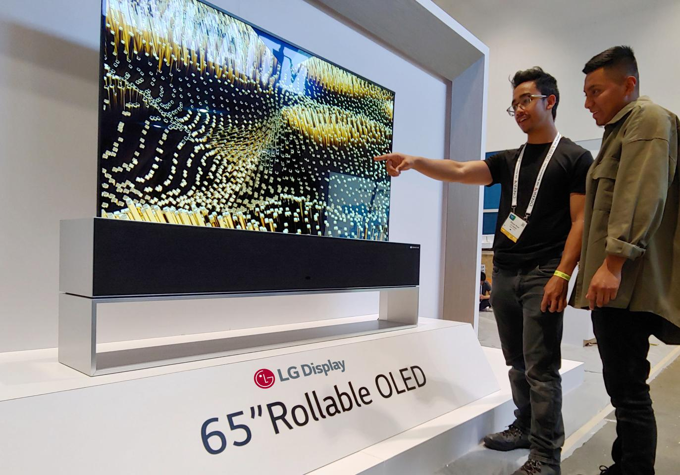 Lg Puts Oled In Airplane Cabins Installs Rollable Tv In The Ceiling