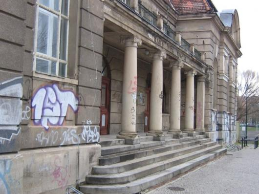 A new polymer coating has been designed to protect historic buildings from graffiti while still allowing their stones to 'breathe' (Photo: Fraunhofer IAP)