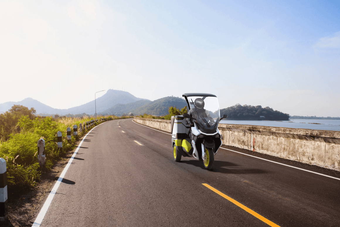 The Rapide 3 cargo scooter can roll for 105 km per charge, supports fast-charging and is capable of a top speed of 95 km/h