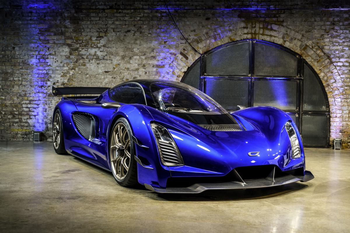 The Czinger 21C hybrid tandem hypercar has finally been fully released