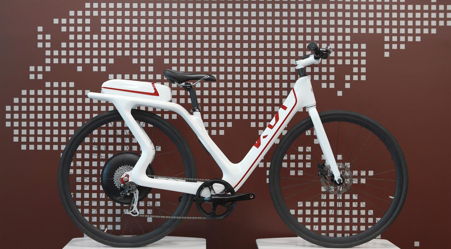 The KEB City has a step-through frame, rear-mounted battery, 28-inch wheels and mud-flaps