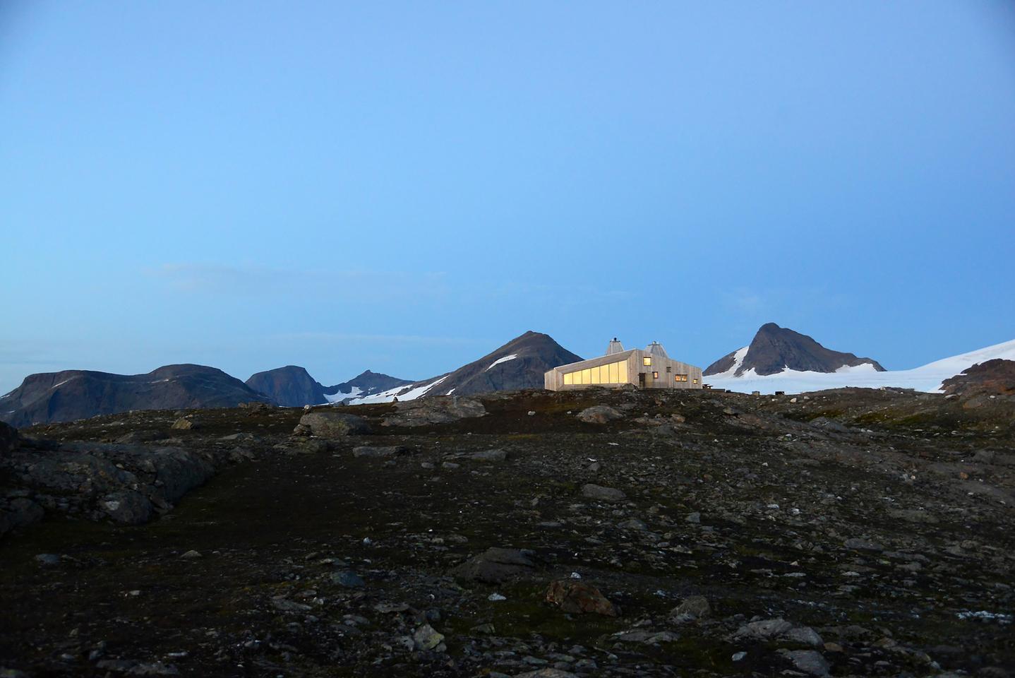 The Rabot Tourist Cabin is located 1,200 m (3,937 ft) above sea level in Norway's Okstindan mountain range (Photo: Svein Arne Brygfjeld)