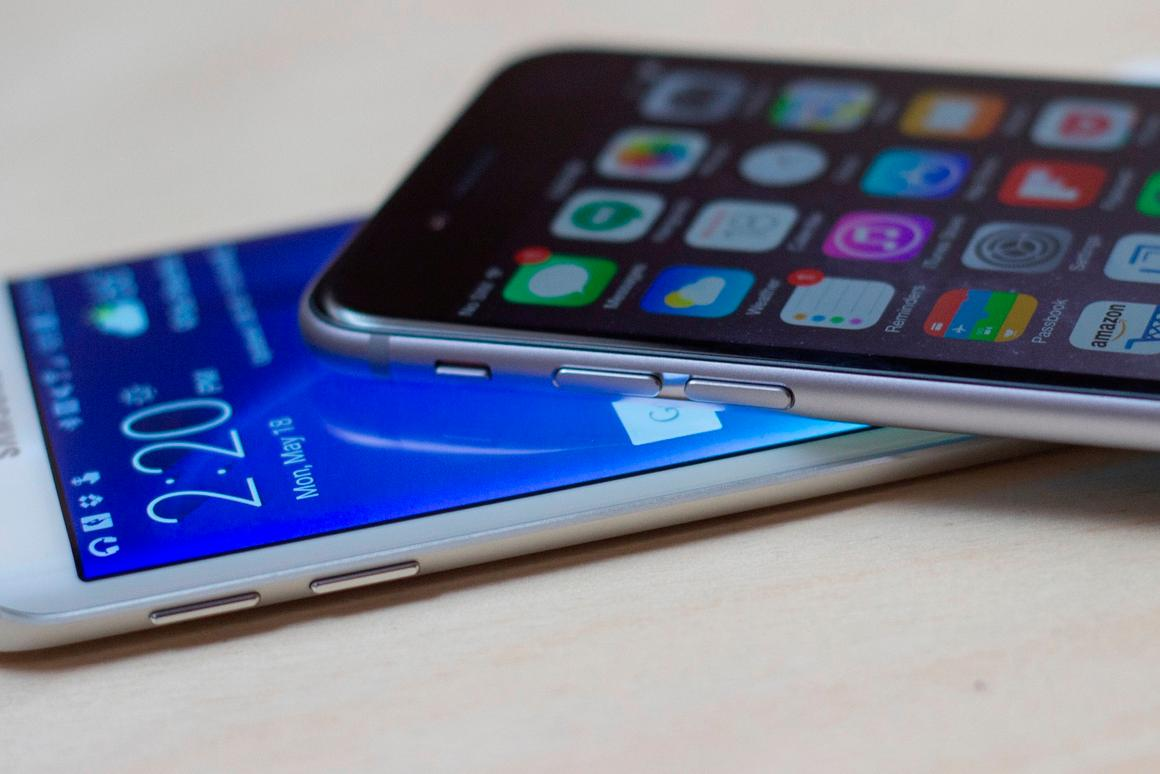 Gizmag goes hands-on to compare the features and specs of the Samsung Galaxy S6 (and GS6 edge, pictured) with the Apple iPhone 6