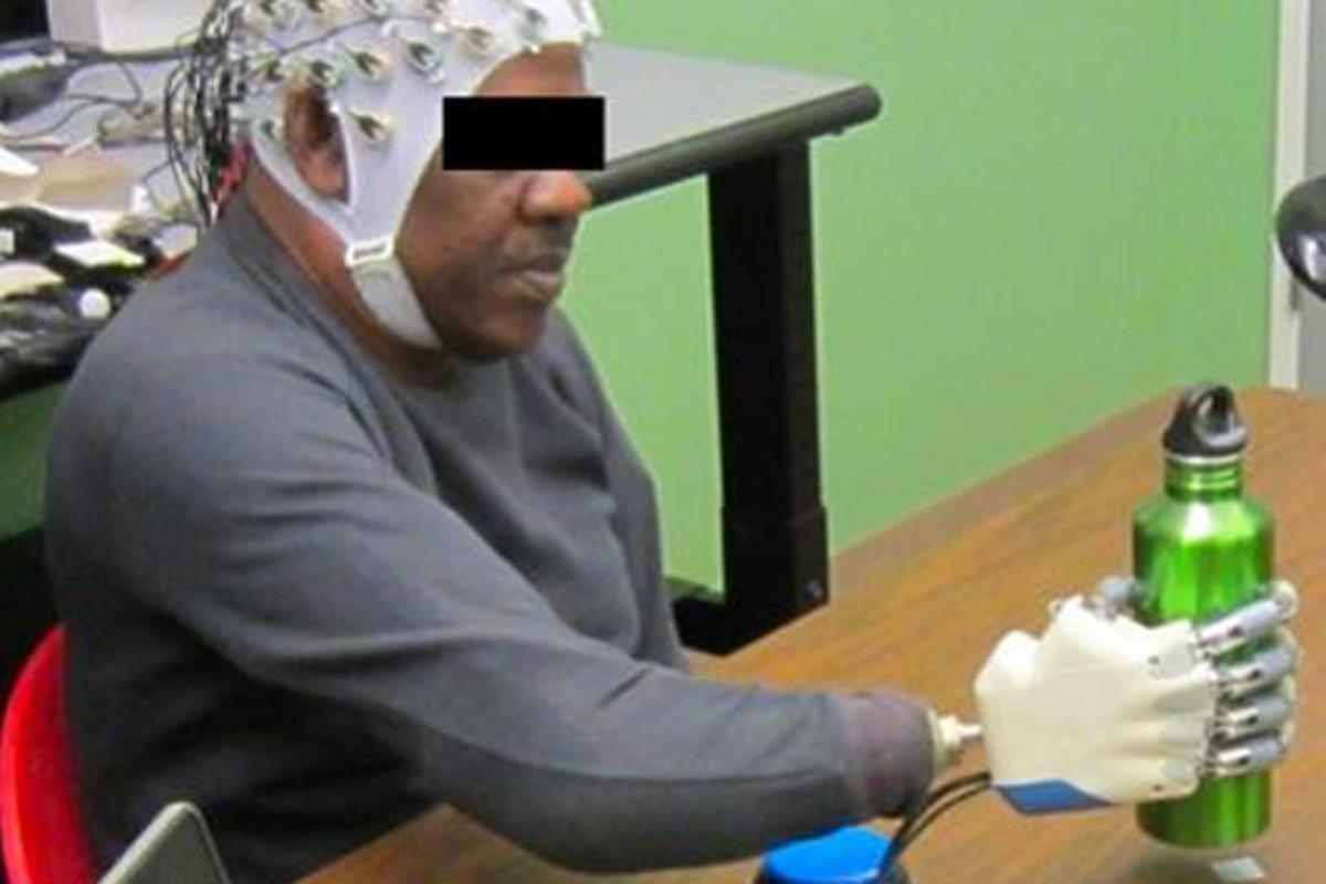 Researchers at the University of Houston have demonstrated grasping using EEG-based BMI control of a multi-fingered prosthetic hand (Photo: University of Houston)