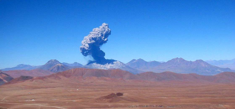 Chile's Lascar Volcano erupts in 2006