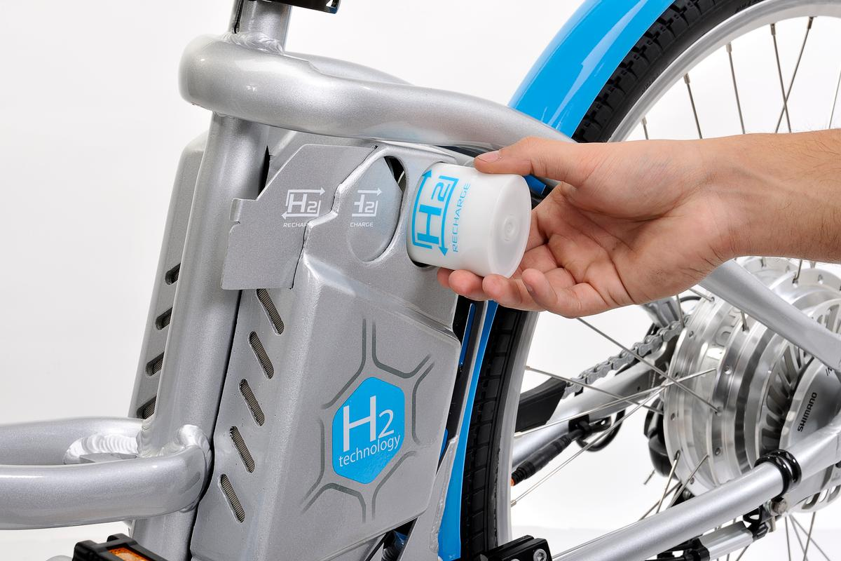 The compact hydrogen cartridges make it easy to expand the Alter's range