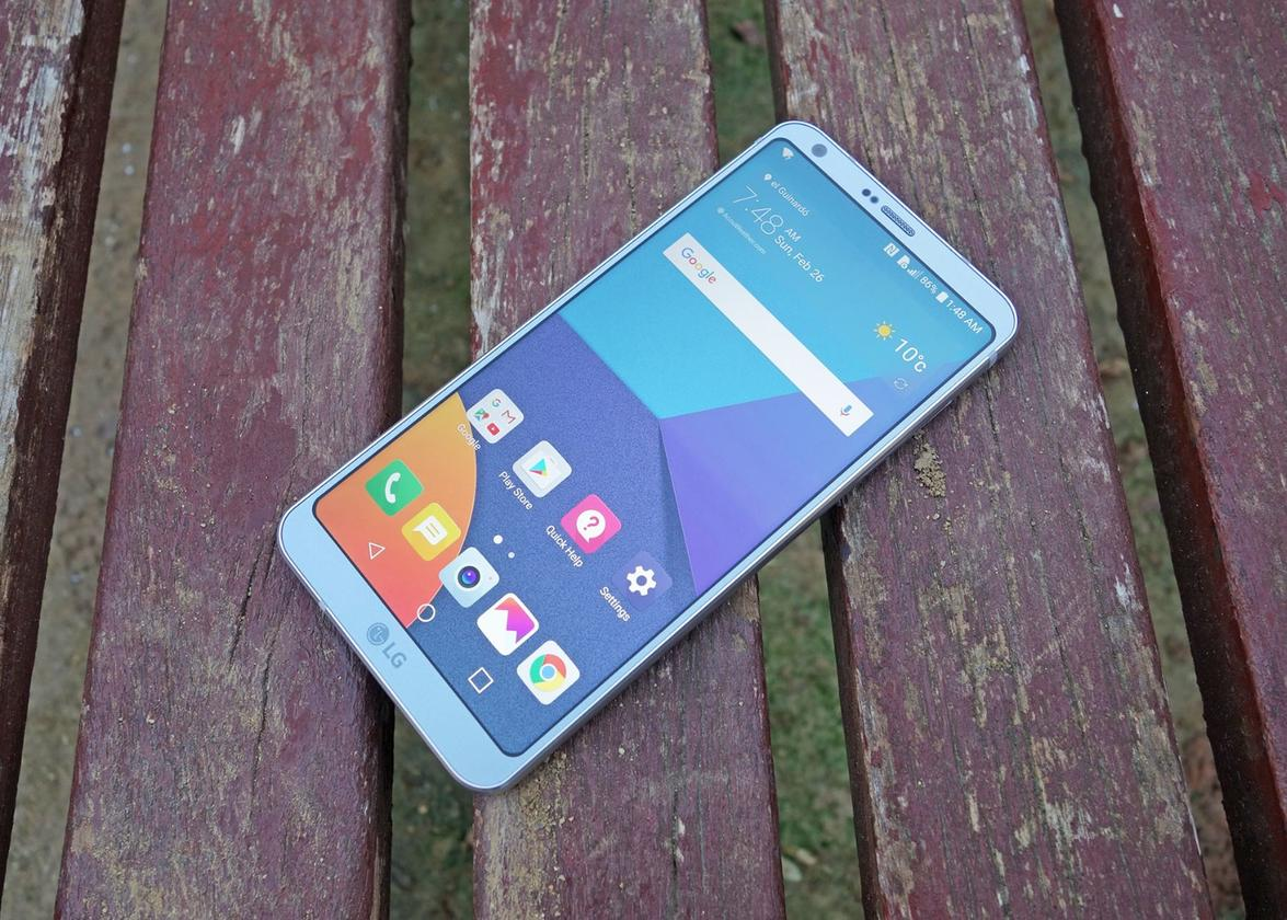 The 5.7-inch phone adopts an usual 18:9 aspect ratio for its screen