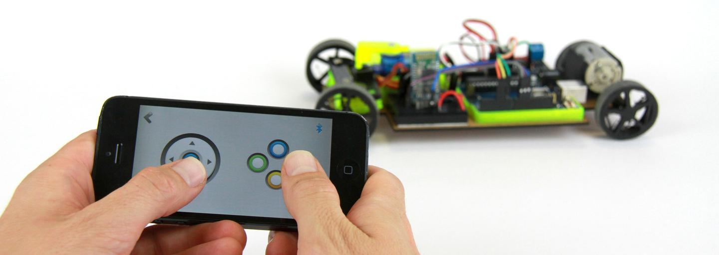 The Maker Club robot kit comes with Arduino-based brains and an iOS/Android smartphone app package called the MakerConnect