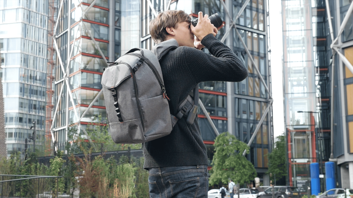 TheWolffepack Capture bag gives quick access to your camera gear